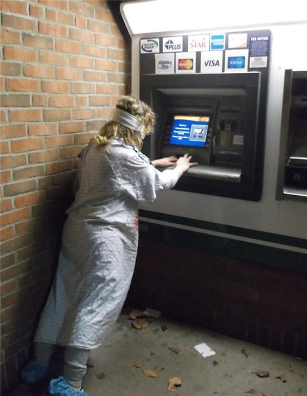 Thử tài cùng... máy ATM. (Ảnh: Internet)