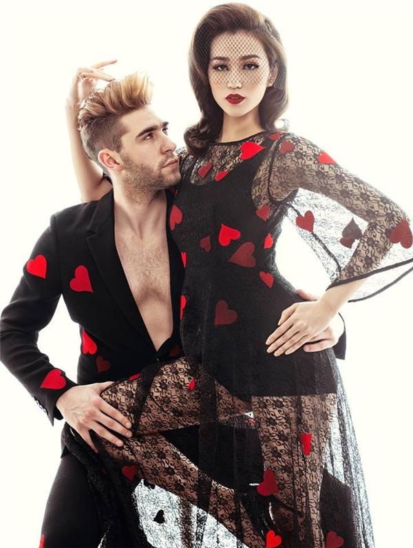 Trên nền vải ren mỏng với sắc đen huyền bí, họa tiết trái tim thêu tay màu đỏ rực tạo nên điểm nhấn thú vị cho bộ váy của Khánh My. Đây là thiết kế mới nhất nằm trong bộ sưu tập Love của nhà thiết kế Đỗ Mạnh Cường.