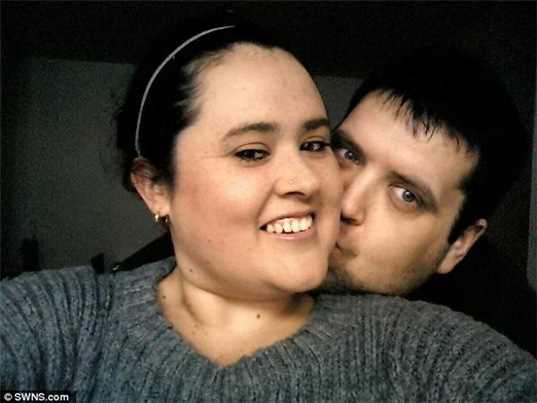 Emma cùng chồng Alan. Ảnh: Dailymail