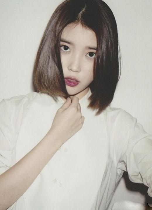 Khi tóc bạn dài hơn một tí hãy thử kéo thẳng như IU để xem mình có vừa ngây thơ vừa quyến rũ như cô ấy không nhé! (Ảnh: Internet)