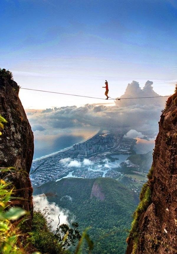 13. Kỹ năng đi thăng bằng trên dây cực đỉnh.