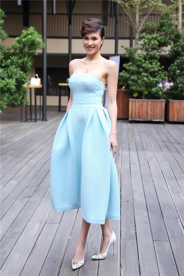 Phương Mai điệu đà, ngọt ngào với sắc xanh pastel trong buổi ra mắt chiến dịch bảo vệ loài vọoc quý hiếm tại tỉnh Kon Tum. Cô được chọn làm người phát ngôn cho chiến dịch này.