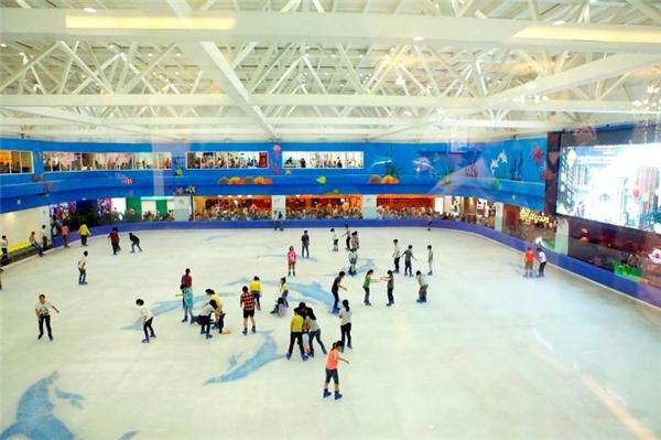 Tạitrung tâmRoyal Citycó khu trượt băng vô cùng được yêu thích.(Ảnh Internet)