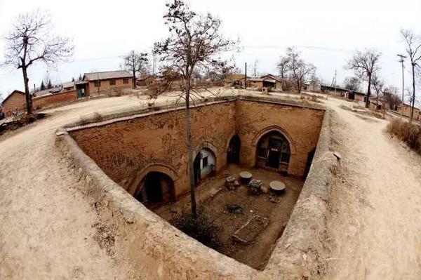 Ở ngôi làng tàng hình này, nhà và người đều... chui xuống lòng đất