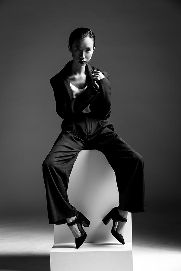 Cô nàng Trần Hoài Trang khẳng định cá tính thời trang khác biệt nhưng vẫn ghi điểm tuyệt đối. Vẻ ngoài hầu như không phải là điểm thu hút duy nhất ở phụ nữ, đó còn là vẻ đẹp của tâm hồn, tính cách.
