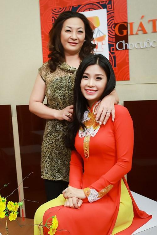 Mẹ của á hậu Diễm Trang sở hữu gương mặt khá phúc hậu. - Tin sao Viet - Tin tuc sao Viet - Scandal sao Viet - Tin tuc cua Sao - Tin cua Sao