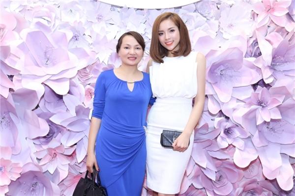Nhiều người nhận xét, Hoa hậu Việt Nam 2014 thừa hưởng nhiều nét đẹp từ mẹ của mình. - Tin sao Viet - Tin tuc sao Viet - Scandal sao Viet - Tin tuc cua Sao - Tin cua Sao