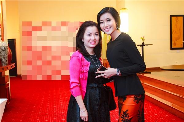 Mẹ của á hậu Việt Nam 2014 cũng rất trẻ trung, hiện đại và sành điệu. - Tin sao Viet - Tin tuc sao Viet - Scandal sao Viet - Tin tuc cua Sao - Tin cua Sao
