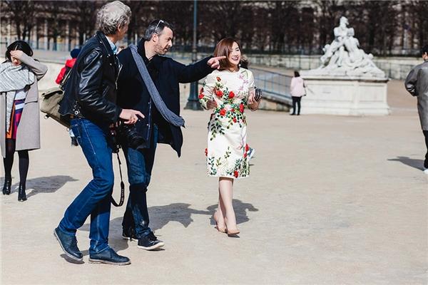 Giữa hàng trăm nghìn người, fashionista Việt vẫn được gọi tên ở Paris