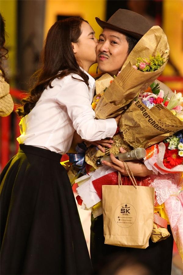 Nụ hôn thay cho lời cảm ơn sẽ khiến đối phương thích thú hơn. (Ảnh: Internet)
