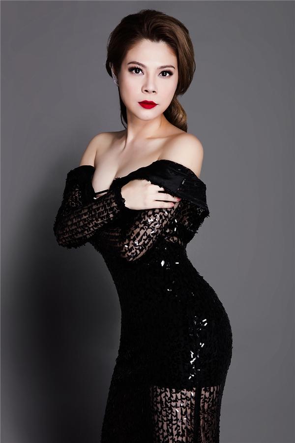 Mặc dù chỉ tham gia với vai trò MC nhưng Thanh Thảo rất chú trọng về phong cách dẫn chương trình và phục trang mỗi khi xuất hiện. - Tin sao Viet - Tin tuc sao Viet - Scandal sao Viet - Tin tuc cua Sao - Tin cua Sao