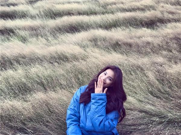 Mới đây, Hoa hậu Hoàn vũ Việt Nam 2015 tiếp tục gửi đến khán giả món quà vô cùng đặc biệt được thực hiện tại đất nước New Zealand xinh đẹp. Giữa khung cảnh lãng mạn của mây trời, Phạm Hương khoe giọng hát mượt mà, sâu lắng với ca khúc Tôi thấy hoa vàng trên cỏ xanh - một sản phẩm gây sốt của Ái Phương trong thời gian qua. - Tin sao Viet - Tin tuc sao Viet - Scandal sao Viet - Tin tuc cua Sao - Tin cua Sao
