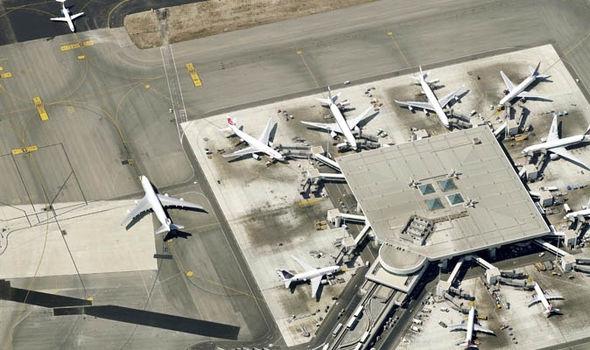Anh ta dọa sẽ tự tử cùng 200 hành khách trên chuyến bay từ Rome đến Tokyo.(Ảnh: Express)