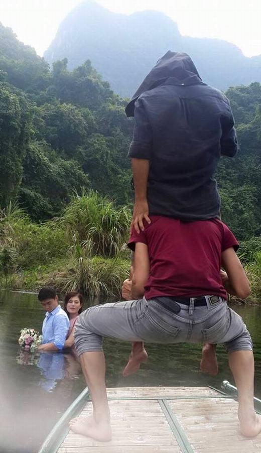 Trồng cây chuối và giữ thăng bằng là nghề phụ nếu chẳng may nghỉ chụp ảnh