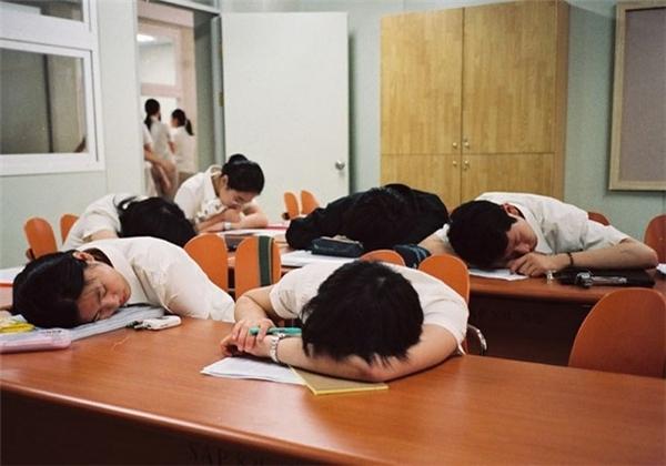 Học sinh Hàn Quốc mệt mỏi vì bị bắt học quá nhiều