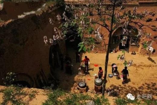 Mọi sinh hoạt của các hộ gia đình ở những ngôi làng dưới lòng đất đều gói gọn trong căn nhà nhỏ ấm cúng, kín đáo của mình.(Nguồn Internet)