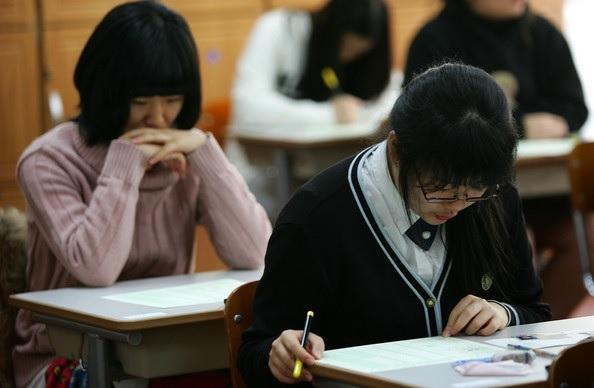 Thi cử luôn là nỗi ám ảnh của học sinh Hàn Quốc