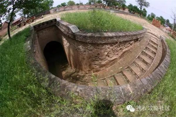 Mỗi ngôi nhà đều có một đường hầm khá sâu để dẫn đến thế giới bên ngoài. (Nguồn Internet)