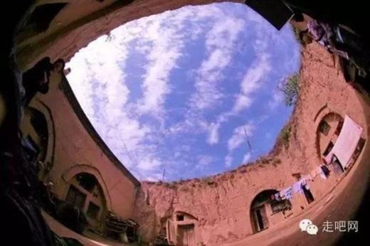 Bầu trời trong xanh hơn bao giờ hếtdưới góc nhìn của người dân nơi đây. (Nguồn Internet)