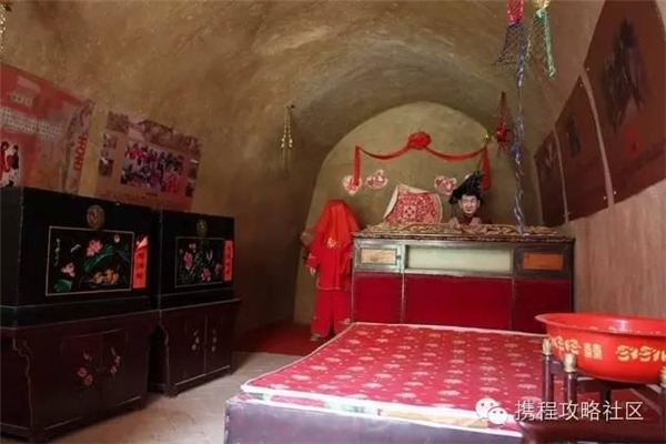 Hôn lễ ở ngôi làng này được tổ chức vô cùng long trọng, thu hút nhiều sự chú ý của du khách (Nguồn Internet)