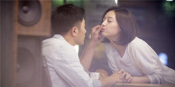 Hé lộ quá khứ hạnh phúc của cặp đôi phụ Hậu duệ Mặt Trời