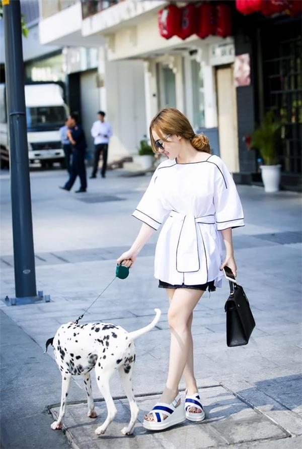 Cô cũng sở hữu gu thời trang đa phong cách và linh hoạt. - Tin sao Viet - Tin tuc sao Viet - Scandal sao Viet - Tin tuc cua Sao - Tin cua Sao