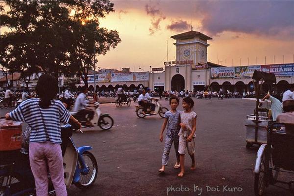 Hình ảnh chợ Bến Thành quen thuộc.