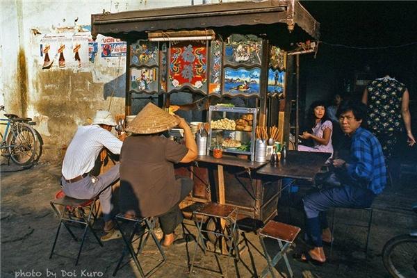 Những quán ăn như vậythi thoảng chúng ta vẫnthấy ở một vài con phố nào đó hiện nay.