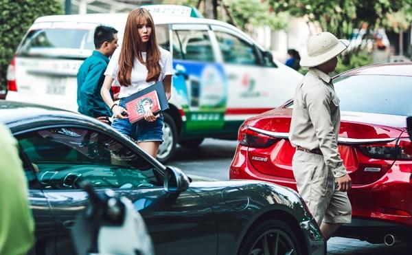 Kỳ Hân tiếp tục gây chú ý khi mua ô tô bạc tỉ