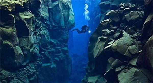Khui được bí ẩn động trời dưới vùng biển sâu nhất thế giới