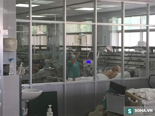 Anh Phương đang được cấp cứu theo dõi 24/24 tại bệnh viện