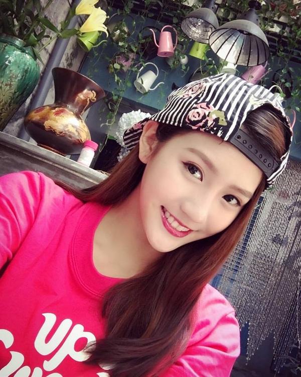Loạt ảnh du lịch Sài Gòn của hot girl Malaysia khiến fan Việt thích thú