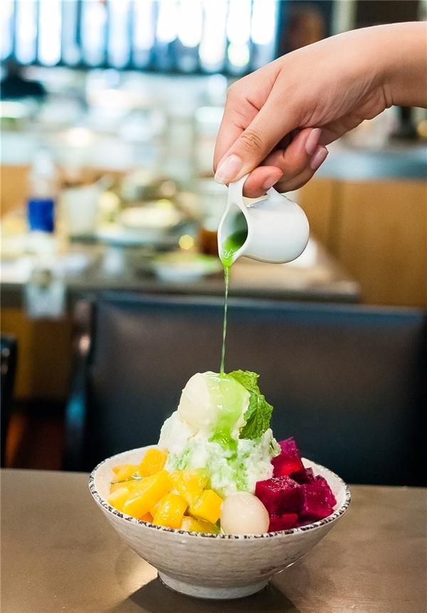 Kakigori có hai hương vị: trái cây tươi mát và ngũ cốc thơm ngon. Giá: 89.000 đồng/phần. (Ảnh: Internet)