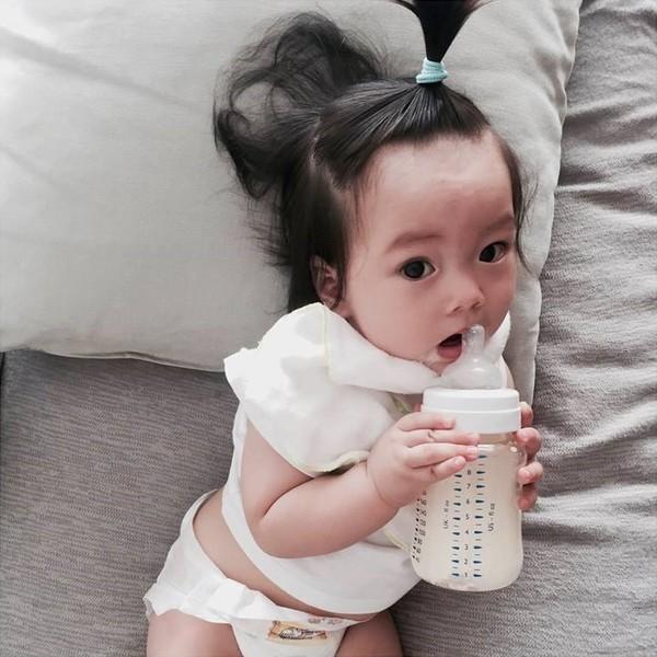 Thiên thần nhỏ nhà Đoan Trang có đôi mắt to tròn đen láy hết sức dễ thương. - Tin sao Viet - Tin tuc sao Viet - Scandal sao Viet - Tin tuc cua Sao - Tin cua Sao
