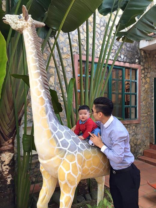Con trai Tâm Tít mang tên Alex Chí An sinh ngày 19/6 và đặc biệt là trùng sinh nhật với bố mình. (Ảnh: Internet) - Tin sao Viet - Tin tuc sao Viet - Scandal sao Viet - Tin tuc cua Sao - Tin cua Sao