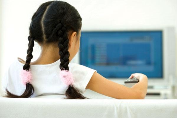 Cô gái trẻ ở Trung Quốc bị mù tạm thời chỉ vì xem phim quá nhiều. (Ảnh minh hoạ)
