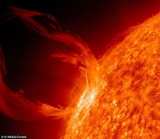Bề mặt Mặt trời rất nóng. (Ảnh: Internet)