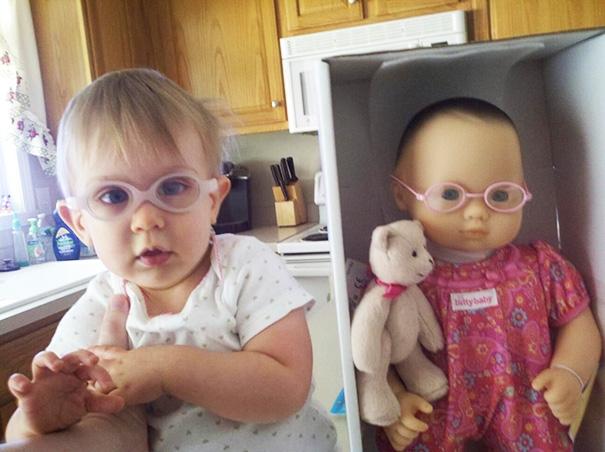 Chúng mình đều có ước mơ trở thành bác sĩ đấy, nhìn cặp kính cận có ngầu không? (Ảnh: Bored Panda)