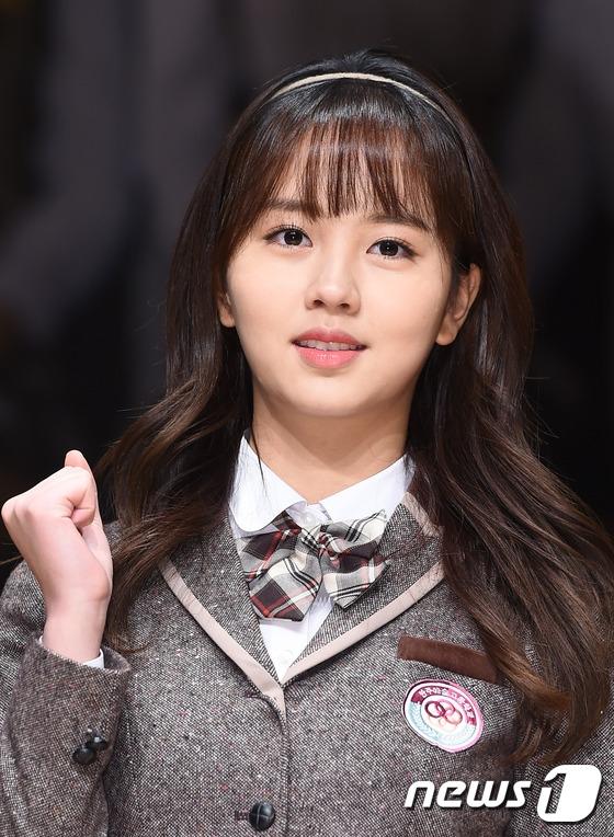 Kim So Hyun xuất hiện với nụ cười rạng rỡ luôn nở trên môi