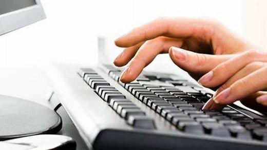 Không cần nhìn bàn phím... (Ảnh: Internet)