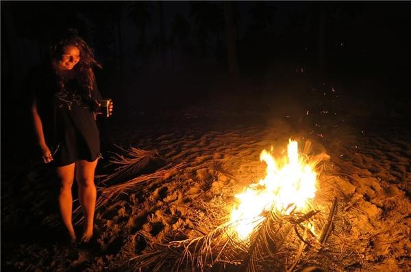 Lửa trại. Ở đây cũng có hoạt động đốt lửa trại cực vui dành cho những nhóm bạn đi du lịch cùng nhau, nhưng phải đảm bảo an toàn để không gây hỏa hoạn trên diện rộng nhé. (Ảnh: Instagram)