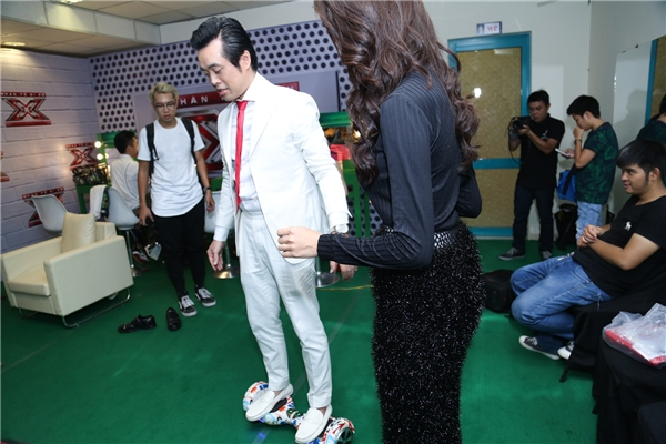 Dương Khắc Linh thích thú, trải nghiệm cảm giác khi di chuyển trênchiếc hoverboard - Tin sao Viet - Tin tuc sao Viet - Scandal sao Viet - Tin tuc cua Sao - Tin cua Sao