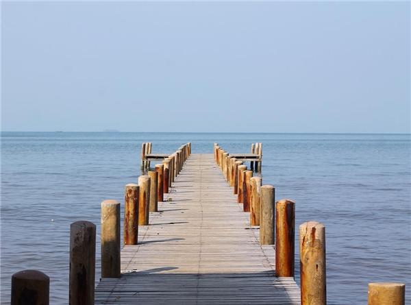 """Cây cầu gỗ dẫn ra biển này sẽ là nơi lí tưởng cho những bức ảnh """"sống ảo"""" để đời. (Ảnh: Instagram)"""