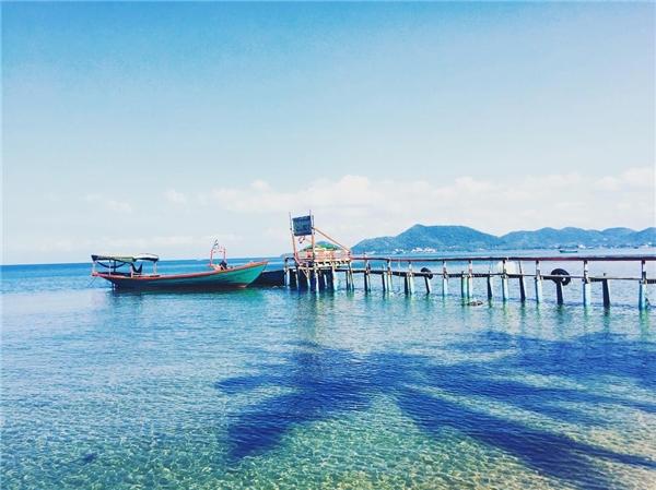 Ở mọi góc độ, Koh Tonsay đều bình yên trong màu xanh dịu mát. (Ảnh: Instagram)