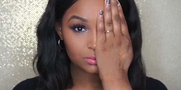 Nhưng cô nàng đã học cách yêu bản thân hơn và tìm đến trang điểm để làm cho mình xinh đẹp và duyên dáng hơn. Nhờ trang điểm mà khuôn mặt của Shalom Nchom không hề có chút dấu hiệu của sẹo hay tai nạn bỏng trước đó.