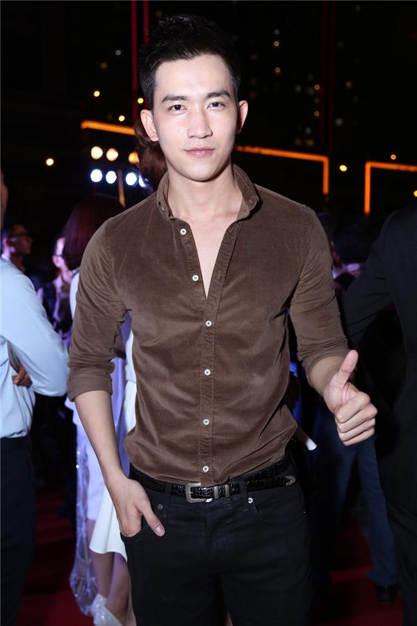 Đi cùng Kỳ Hân là chàng người mẫu điển trai Võ Cảnh. - Tin sao Viet - Tin tuc sao Viet - Scandal sao Viet - Tin tuc cua Sao - Tin cua Sao
