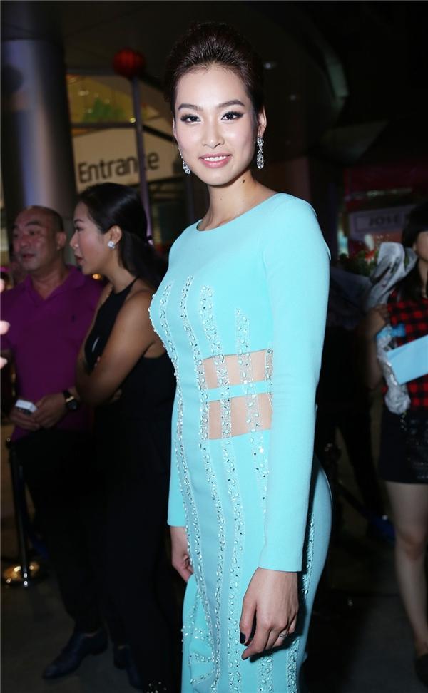 Giải vàng cuộc thi Siêu mẫu 2010 Vương Thu Phương đảm nhận vai Khánh Linh - nữ chính trong phim bên cạnh Diệu Huyền và Pak Narapat. Cô xuất hiện tại sự kiện với vẻ ngoài gợi cảm, cuốn hút và nhẹ nhàng. - Tin sao Viet - Tin tuc sao Viet - Scandal sao Viet - Tin tuc cua Sao - Tin cua Sao