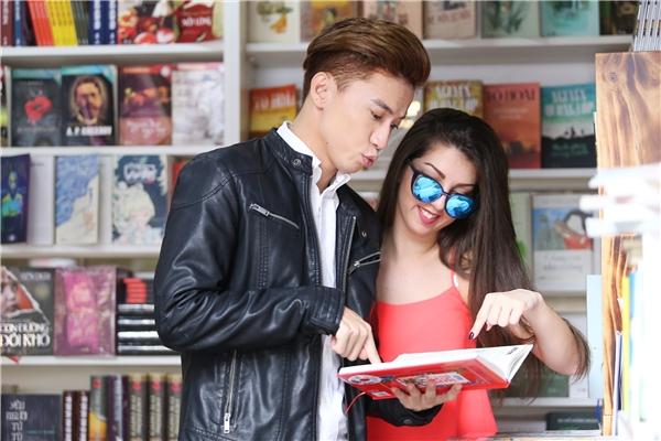 Biểu cảm chu môi đáng yêu của chàng Út 365 khi đang đọc sách. - Tin sao Viet - Tin tuc sao Viet - Scandal sao Viet - Tin tuc cua Sao - Tin cua Sao