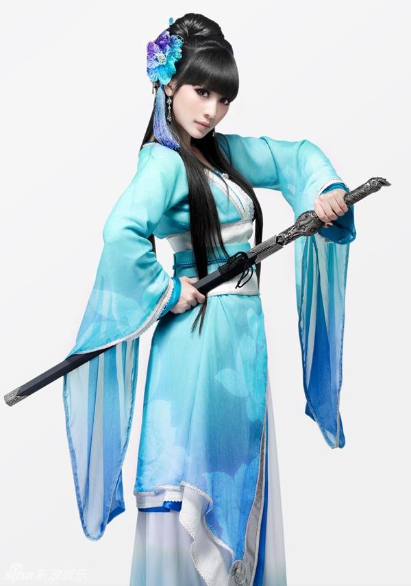 Nữ thần vòng 1, Liễu Nham xinh xắn nhưng vẫn mạnh mẽ trong tạo hình kín đáo này.