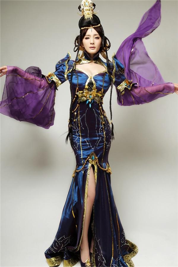 Nhiều năm trước, Dương Mịch từng gây được ấn tượng mạnh với mọi người nhờ tạo hình đầy khí phách này.